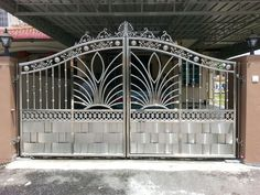 Grill Gate Design, Fence Gate Design, Front Gate Design, Window Grill Design, Main Gate Design, House Gate Design, Wrought Iron Driveway Gates, Iron Gates, Gate For Home