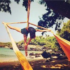 """46 Me gusta, 3 comentarios - Aerial Escapes (@aerialescapes) en Instagram: """"Hello sunshine @cirquelicious """""""