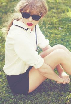 Okay, I know almost every other girl despises Taylor Swift, but I just don't understand why. She's absolutely precious!