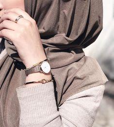 Different Types of Hijabi Girl Photography Ideas - Diruang Tengah