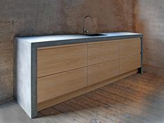 Concrete kitchen with wood Concrete Kitchen, Concrete Wood, Wooden Kitchen, Kitchen Flooring, Cement, Beach House Kitchens, Home Kitchens, Concrete Furniture, Home Furniture