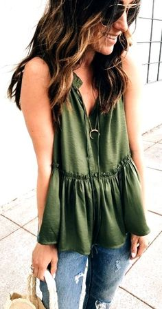 25 Beautiful Spring Outfits Ideas For Women #CASUALSPRINGOUTFITS #SPRINGOUTFITSWOMEN #womencasualoutfits