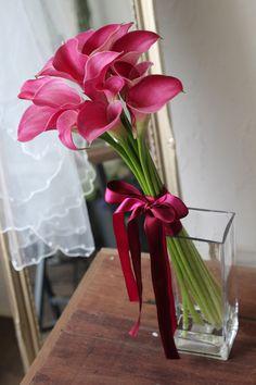 ワインピンクのカラーのアームブーケ [ 日仏学院 ラ・ブラスリー 様へ ] calla lily bouquet pink wine