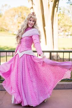 Princess Aurora Sleeping Beauty Disney Princess Cosplay, Disney Cosplay, Disney Costumes, Walt Disney, Aurora Disney, Disney Girls, Disney Love, Payton List, Disney Princesses And Princes