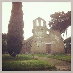 Walking the Via Appia. Photo by tavoleromane.