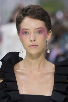 Valentino, Spring 2018 - Our Favorite Hair and Beauty Details From the Paris Runways - Photos