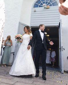 Efter en fantastisk vacker #vigsel i Släps Kyrka fortsätter festen på Blomstermåla Värdshus. Alexandra och Per en stor ära att få följa er under er #bröllopsdag. #bröllop #brudpar #vigsel #bröllopsfotograf #wedding #weddingphotography #bröllop2018 #love #kärlek