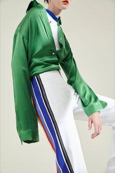 Guarda la sfilata di moda Aquilano.Rimondi a Milano e scopri la collezione di abiti e accessori per la stagione Pre-collezioni Primavera Estate 2018.