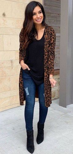 Leopard print outfits - 35 cute spring outfits to update your wardrobe 34 ~ Litledress Leopard Print Outfits, Leopard Print Pants, Printed Pants Outfits, Animal Print Outfits, Bluse Outfit, Cardigan Outfits, Leopard Cardigan Outfit, Winter Cardigan Outfit, Leopard Blazer