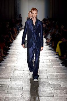 名女優ローレン・ハットンがランウェイを歩く ボッテガ・ヴェネタが2017年春夏コレクション発表 メンズコレクション(ファッションショー) GQ JAPAN