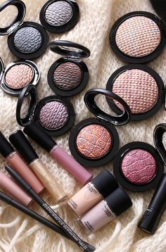I haven't quite figured out what the knitted pattern on the new Mineralize Eye Shadows and Skinfinishes in the MAC Lightness of Being collection has to do with the overall theme of the release, but I dig it.