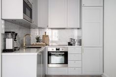 Light grey kitchen with marble