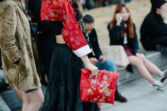The Best Accessories from Seoul Fashion Week Street Style: Bold, Bright, and Beautiful – Vogue
