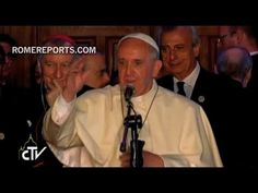 El Papa Francisco bendice al pueblo ecuatoriano después de visitar la catedral de Quito