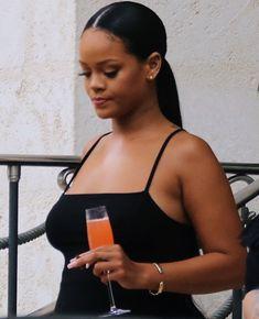 Fashion, wallpapers, quotes, celebrities and so much Style Rihanna, Looks Rihanna, Mode Rihanna, Rihanna Love, Rihanna Outfits, Rihanna Riri, Bridgetown, Skin Girl, Rihanna Makeup