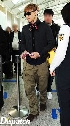 been a while since i saw him wear baggy pants...hehehehe.. :) Still looks awesome though..