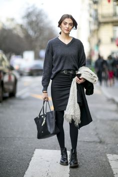 Doc Martens have been in style for almost 60 years, discover what made them so popular. We also discuss how to wear them in style! Dr Martens Outfit, Style Doc Martens, Office Outfits, Mode Outfits, New Outfits, Fall Outfits, Office Wear, Dr. Martens, Botas Dr Martens