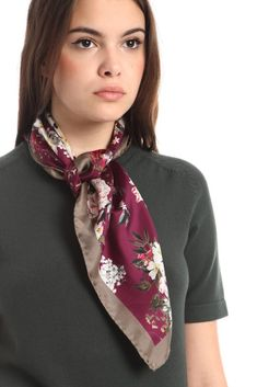 Come annodare un foulard: 5 modi trendy di farlo – no time for style Office Outfits, Chic Outfits, New Fashion Trends, Womens Fashion, Ootd, Neck Scarves, Scarf Styles, Well Dressed, Floral Tie