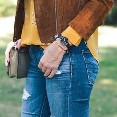 Feeling all the #Fall feels with this cool Classic Petite Ashfield watch from @danielwellington This new mesh band style was just recently released! Snag one for yourself at danielwellington.com (or use link in bio > Daniel Wellington) and get 15% off usi