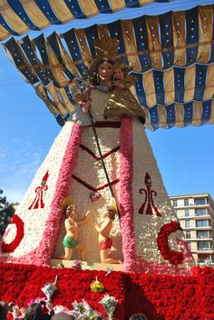 Have you ever been to #Valencia in #Fallas? This is our madona and all her dress is made with flowers. this event takes place every year in Plaza de la Reina when people give to her a bouquet of flowers as a gift.  @Turismo en España - Tourism in Spain @Valencia Tourism @Love Valencia