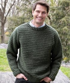 Father Pullover: Men's Crochet Sweaters - free patterns your guy will love!Father Pullover: Men's Crochet Sweaters - free patterns your guy will love! Crochet Men, Crochet Gratis, Free Crochet, Simple Crochet, Easy Crochet Patterns, Knitting Patterns Free, Crochet Stitches, Crochet Ideas, Free Knitting