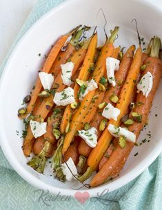 Honey carrots from the oven with goat cheese and pistachio - Kitchen ♥ Love - Honey carrots from the oven with goat cheese and pistachio – Kitchen ♥ Love - Veg Recipes, Vegetarian Recipes, Healthy Recipes, I Love Food, Good Food, Yummy Food, Fat Reducing Foods, Tapas, Dinner Side Dishes