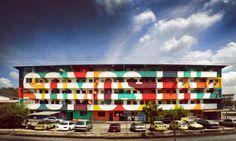 """Aconteceu na cidade do Panamá, no bairro El Chorrillo, graças ao coletivo madrileno Boa Mistura. """"Somos Luz"""" foi a mensagem gravada em 50 casas do bairro."""