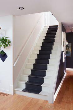 Stairs Tiles Design, Staircase Design Modern, Home Stairs Design, House Gate Design, Duplex House Design, House Front Design, Railing Design, Small House Design, Home Floor Design