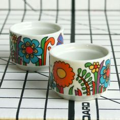 Vintage Acapulco Egg Cups.  pretty!