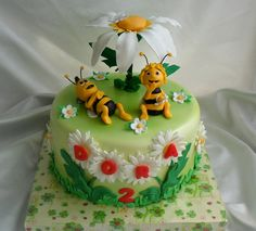 Dort marcipánový * včelka Mája a Vilík Pretty Cakes, Cute Cakes, Bee Birthday Cake, Bee Cookies, Baby Girl Cakes, Fondant Icing, Cake Decorating Tutorials, Fancy Cakes, Celebration Cakes