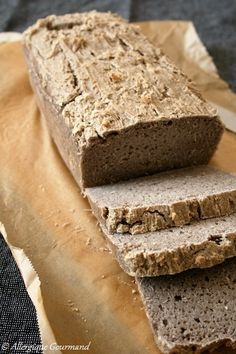 """Well, well, I finally managed to make gluten-free bread. Good, a bread which does not look like traditional baguettes, but which is very tasty. The problem with """"gluten-free"""" is that you have to add a good amount of liquid and … Vegan Recipes For One, Gluten Free Recipes For Dinner, Vegan Dessert Recipes, Vegan Breakfast Recipes, Snack Recipes, Desserts, Sans Gluten Thermomix, Buckwheat Bread, Buckwheat Gluten"""