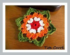 Um casal apaixonado e uma flor em crochet
