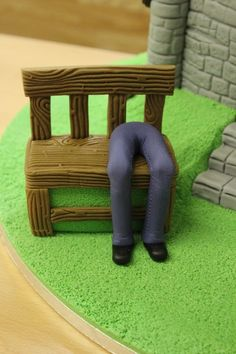 How To: Make a Fondant Person Model - Renshaw Baking Fondant Man, Fondant Icing, Chocolate Fondant, Fondant Toppers, Modeling Chocolate, Fondant Cakes, Fondant People Tutorial, Fondant Figures Tutorial, Cake Topper Tutorial