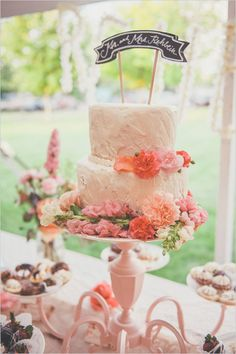 simple white wedding cake with banner by the cheesecake store #weddingcake #cakebanner #weddingchicks http://www.weddingchicks.com/2014/01/24/pinterest-inspired-vintage-wedding/