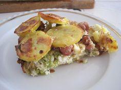Vychladlé oloupané brambory pokrájíme na kolečka, brokolici omyjeme a rozebereme na růžičky, šunku a eidam pokrájíme na proužky. Cibuli pokrájíme...