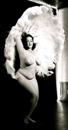 burlesque - I wish I didn't feel so uncomfortable in my body. This woman is HOT! And, so am I!
