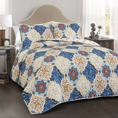 This Brooke 3 piece quilt set adds beauty to any bedroom. The colorful diamond pattern printed on soft cotton is perfect for nearly any age. The quilt and two matching shams are reversible, providing two great looks in one quilt set. King Quilt Sets, Queen Quilt, Bungalow, Urban Outfitters, Cozy Aesthetic, Shabby, Quilted Bedspreads, Blue Quilts, Cotton Bedding