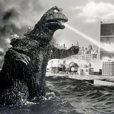 Godzilla attacks the U. SEE! He IS a hero! No Doubt about that, sez Dustspeck! Cool Monsters, Famous Monsters, Classic Monsters, Old Posters, Giant Monster Movies, Strange Beasts, Japanese Monster, King Kong, Jurassic World