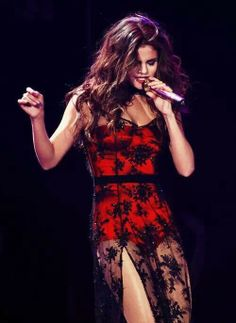 Just Jared: Celebrity Gossip and Entertainment News - Selena Gomez Style Selena Selena, Vestido Selena Gomez, Selena Gomez Kiss, Fotos Selena Gomez, Selena Gomez Outfits, Selena Gomez Style, Alex Russo, Actrices Hollywood, Marie Gomez