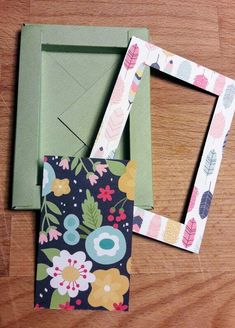 Buongiorno scrapperine!  Oggi nel nostro salottino ho voluto invitare una scrapper che ho conosciuto da poco ma che mi ha conquistato con un... Envelope Punch Board, Cornice, Box Bag, Book Of Shadows, Big Shot, Shadow Box, Mini Albums, Scrapbook, Birthday