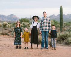 mustard and emerald/navy is the greatest. Family Picture Outfits, Fall Family Photos, Family Pictures, What To Wear Fall, Outdoor Family Photography, Clothing Photography, Photography Outfits, Pop Culture Halloween Costume, Family Photo Sessions