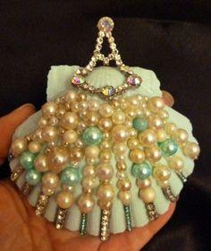 Scallop Sea Shell Christmas Aqua Ornament Beach Decor Ivory Blue Pearls Vintage Antique Rhinestone Jewelry Embellishments by mosaicwhimsey on Etsy Sca. Seashell Painting, Seashell Art, Seashell Crafts, Seashell Ornaments, Xmas Ornaments, Sea Crafts, Crafts To Make, Kids Crafts, Kumihimo Bracelet