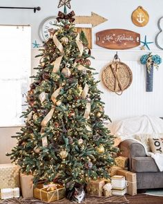 Sharing my friend & fellow #12bloggersofchristmas mate, Maryann's Christmas Tree with you this morning for a weekend #foxhollowfridayfavs  Her tree is soooo beautiful. I love the soft, relaxed rustic-luxe vibe she's got going. It's so warm & homey, with the perfect whisper of glitz! ✨ @domesticallyspeaking is #onetofollow for sure  Happy Saturday everyone!!