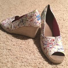 Toms wedges Size 7.5 Only worn a couple of times. Great condition! TOMS Shoes Wedges
