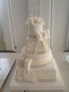 bling out wedding ideals | Callas and Bling Wedding Cake by Arte en P... | Cake Decorating Ideas