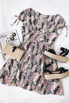 Cute dress - but those shoes and handbag are a winning combination 👠 Stylish outfit ideas for women who love fashion! Hijab Outfit, Dress Outfits, Fashion Outfits, Love Fashion, Trendy Fashion, Womens Fashion, Fashion Pics, Cute Dresses, Casual Dresses
