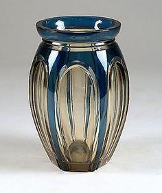 Val-Saint-Lambert Vase (modèle Douglas?) en cristal topaze doublé bleu pétrole. Années 30.