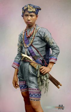 Colors for a Bygone Era: Colorized Young Bagobo Warrior of Southern Philippines Filipino Art, Filipino Tribal, Filipino Culture, Filipino Tattoos, Philippines Fashion, Philippines Culture, Barong Tagalog, Filipino Fashion, Tribal Costume