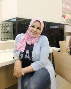 Girl in Hijab Arab Girls Hijab, Girl Hijab, Muslim Girls, Beautiful Muslim Women, Beautiful Hijab, Beautiful Little Girls, Beautiful Girl Photo, Hijab Jeans, Muslim Women Fashion