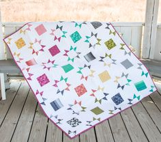 FREE Quilt pattern using Layer cake http://blog.patsloan.com/2017/01/pats-review-a-free-pattern.html